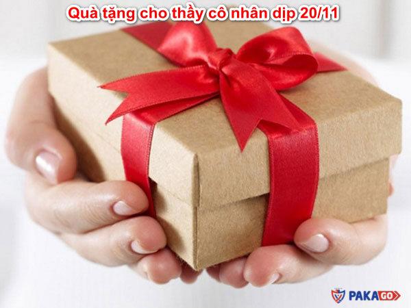qua-tang-cho-thay-co-nhan-dip-20/10